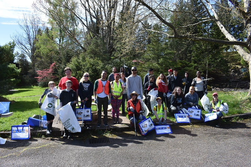 2018 mhcc earth day trash pick up group photo